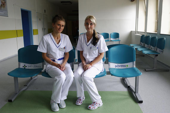 Starým lavičkám v nemocniciach odzvonilo